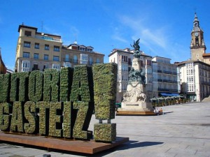 Vitoria_-_Plaza_de_la_Virgen_Blanca_19-1024x768